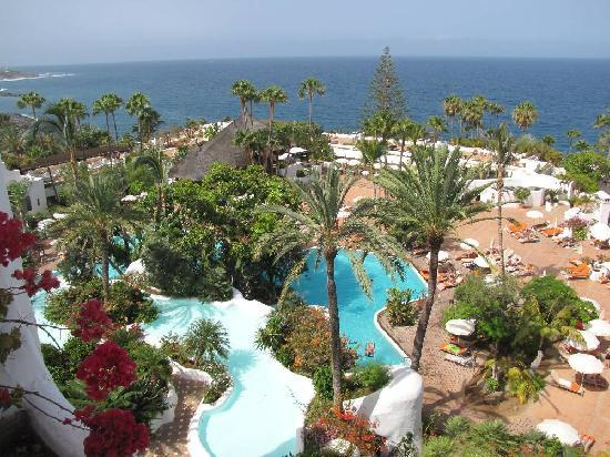 Pool waterfall picture of hotel jardin tropical adeje for Jardin tropical tenerife