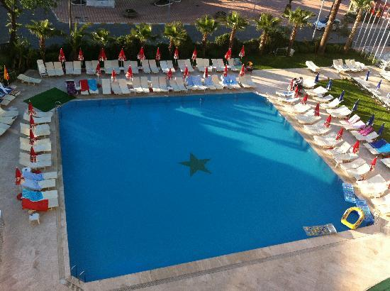 L&#39;Etoile Hotel: The view of the pool