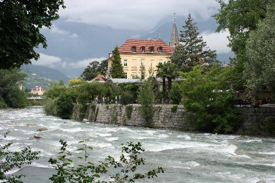 Ferienclub Breitenbergerhof: Scenic river walk nearby Tscherms along downtown Merano/Meran