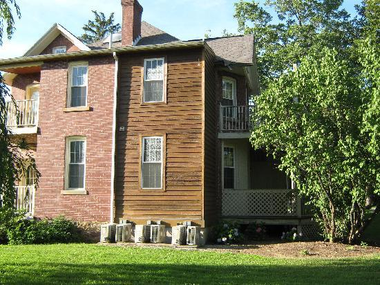 Laughlintown, PA: Shafer House, rear
