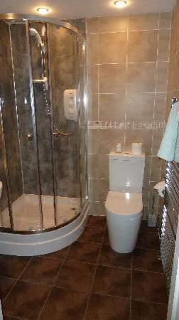 Carisbrooke Guest House: bathroom