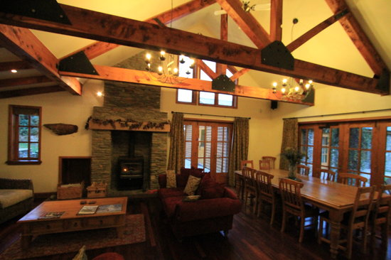 Wanaka Homestead Lodge and Cottages: lounge dining area