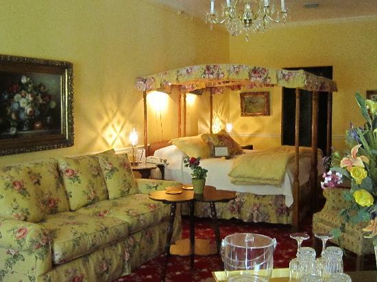 1896 House - Barnside Inn: Couch was perfect for watching the fireplace!