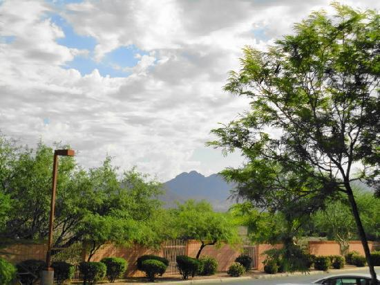 Scottsdale Villa Mirage: Great view to N from upper studio