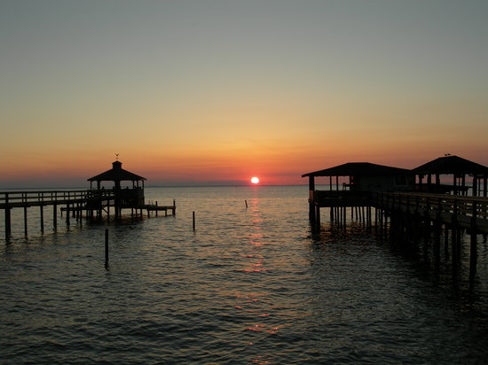 Point Clear Cottages: Mobile Bay Sunset from my Pier