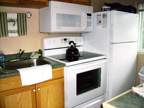 Sea Haven Motel: Full kitchen, dishwasher too!