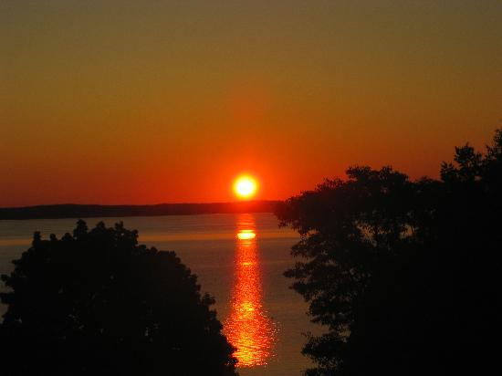 Holiday Inn Bar Harbor Regency: Magnificent sunrises!