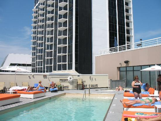 Caesars Atlantic City: Roof top pool