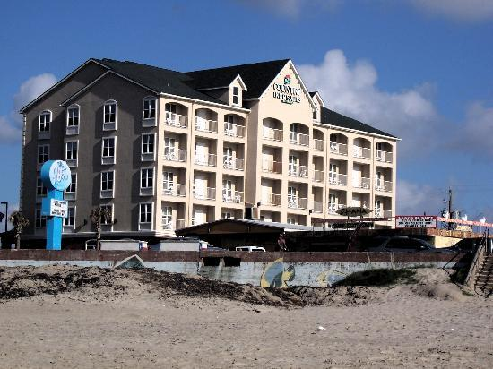 The Country Inn & Suites, Galveston Beach, TX is 15 minutes from Moody Gardens. Stay with us to enjoy sun, sand, an indoor pool and free Internet. Book now!
