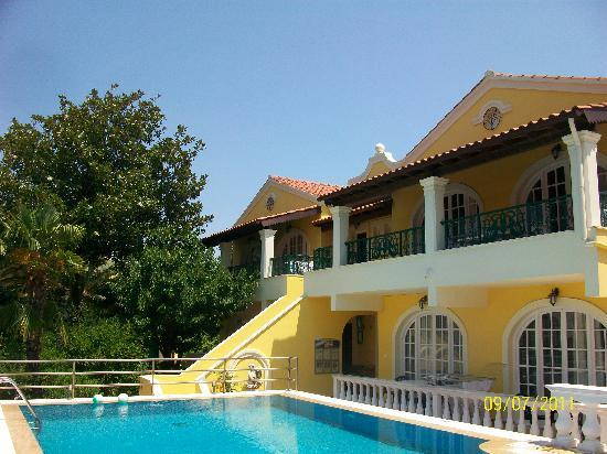 Kassiopi, Griechenland: Apartments overlooking pool