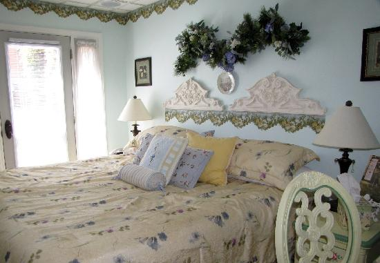 "Toad Hall Manor Bed and Breakfast: ""Papa Otter's Place"" guest room"