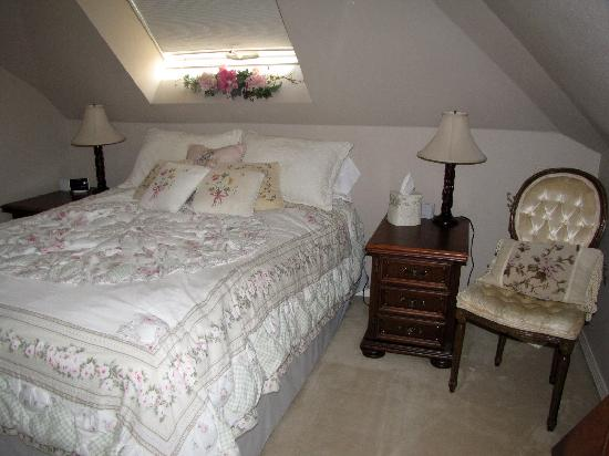 Toad Hall Manor Bed and Breakfast: Top floor guest room 2