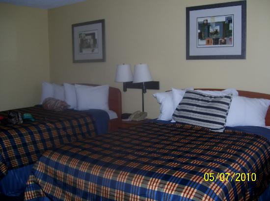 BEST WESTERN Plaza Inn: comfy beds