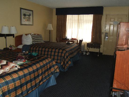 BEST WESTERN Plaza Inn: spacious room