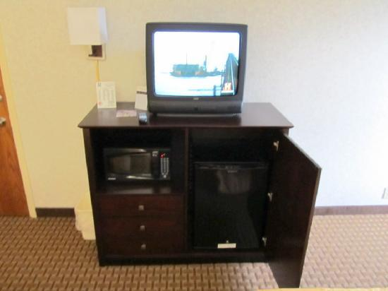 Comfort Inn: tv, fridge and microwave