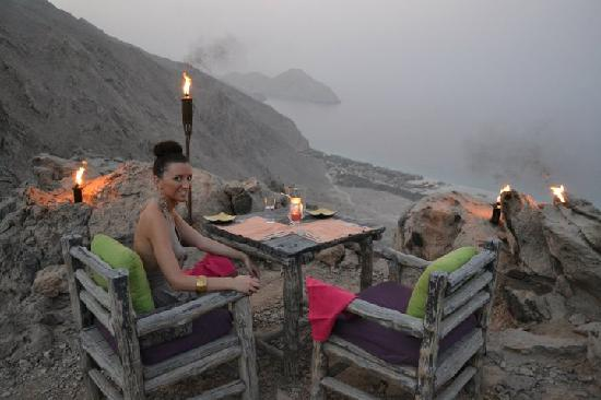 Zighy Bay, Oman : Eating at our private table at Senses On The Edge