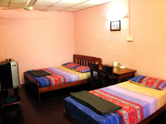 Chong Hoe Hotel: RM48 air-conditioned room with share bathroom
