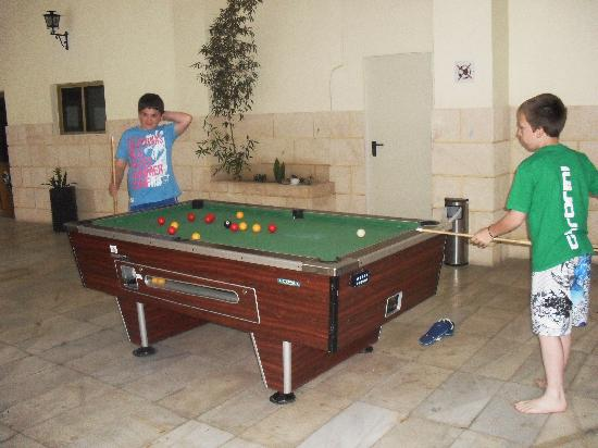 Las Piramides: my boys playing pool