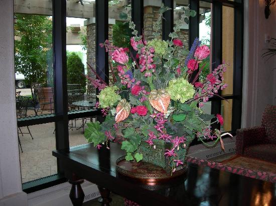 Argosy Casino Hotel and Spa: Flowers, Flowers, Everywhere!