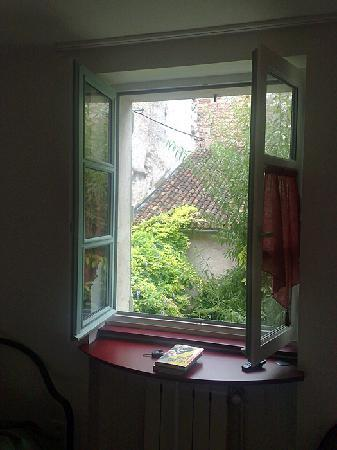 Cahors, France: The window in room 3