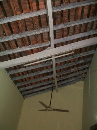 Evershine Guest House: the ceiling in the room