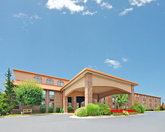 Comfort Inn at Thousand Hills: Exterior