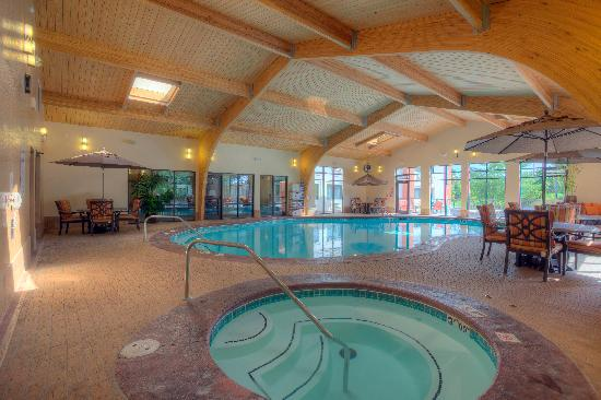 Indoor pool hot tub for Branson mo cabins with indoor pool