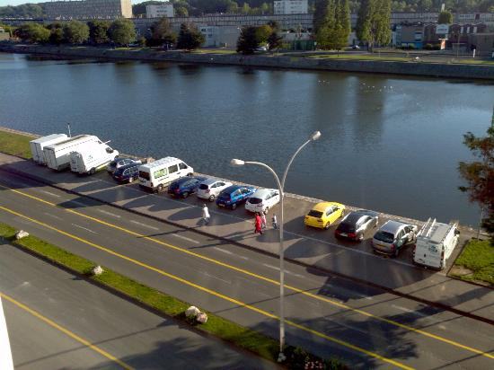 The parking on the river bank picture of ibis boulogne - Hotel ibis boulogne sur mer centre les ports ...