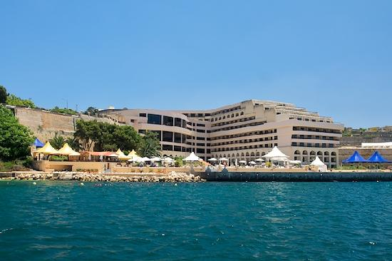 Excelsior Grand Hotel: Hotel photographed from the harbour