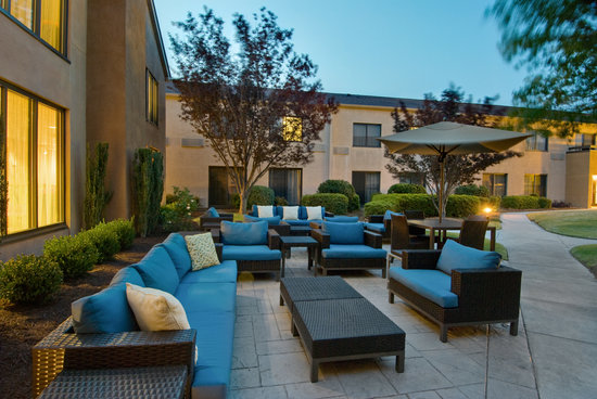 Courtyard by Marriott Wilmington-Wrightsville Beach: Cool new outdoor space in the courtyard @ Courtyard