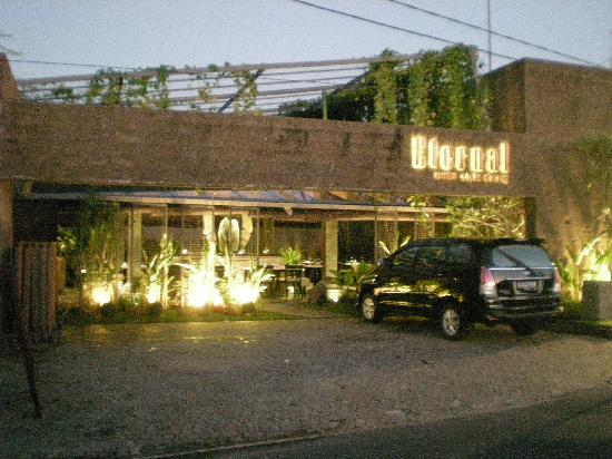 Canggu, Endonezya: Restaurant from the main road