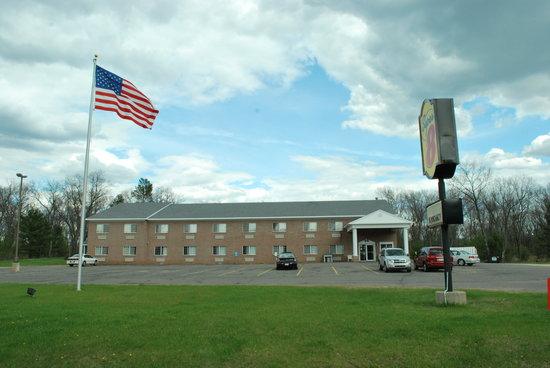 Super 8 Adams Inn