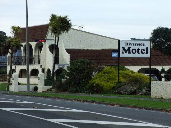 ‪Riverside Motel‬