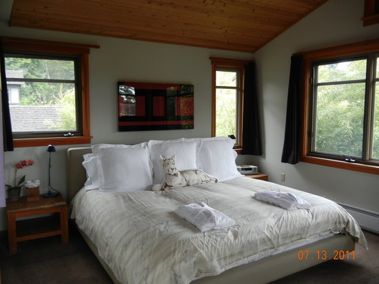 Coast Cabins: The bed with those oh so comfortable robes