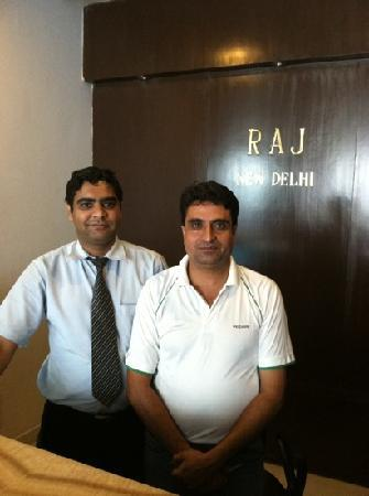 The Raj Hotel: Friendly desk staff