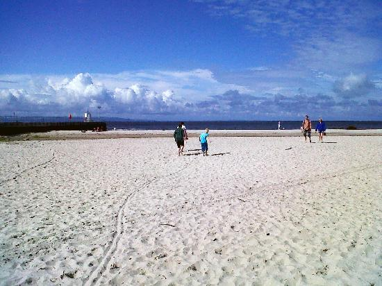 Wetherby House Bed & Breakfast: Kids at Nairn  Beach