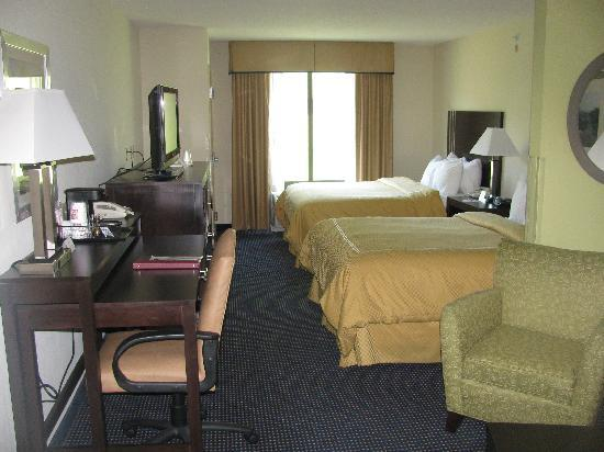 Comfort Suites Amish Country: two bed room