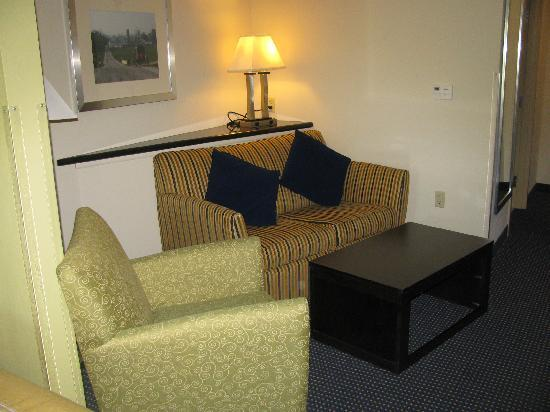 Comfort Suites Amish Country: sitting area