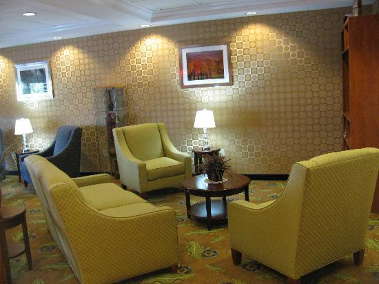 Comfort Suites Amish Country: lobby area