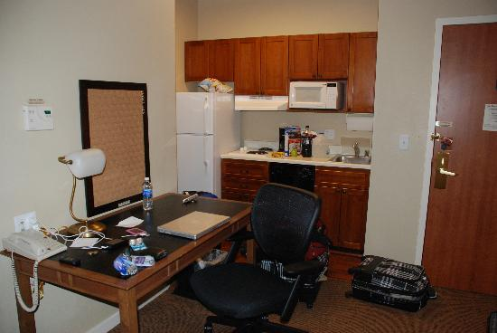 HYATT house Santa Clara: desk and kitchen