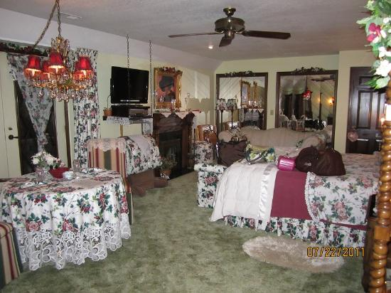 WillowBrooke Bed 'n Breakfast: master suite