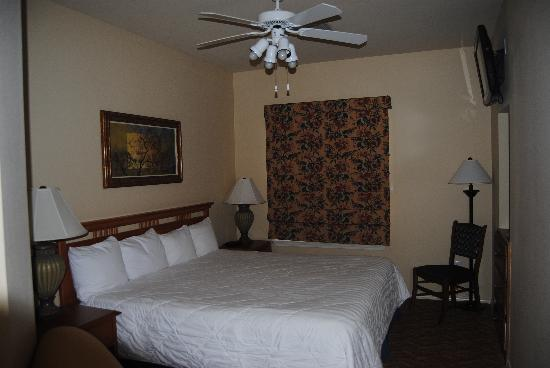 Wyndham Branson at The Meadows : bedroom in the lockoff