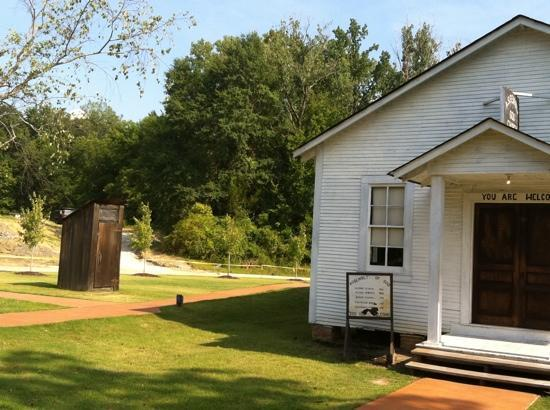 Tupelo, MS: Assembly of God Church that Elvis attended.