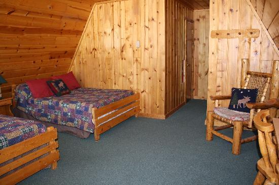 Camp Creek Inn: One of our cabin options (2 Fulls) reserve your cabin at campcreekjacksonhole.com