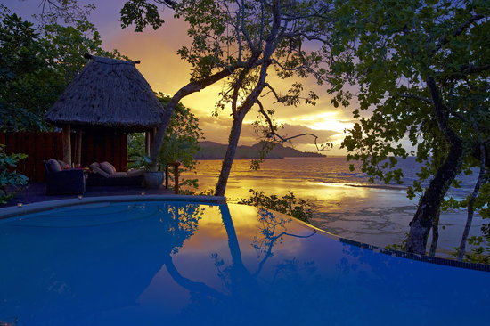 Namale the Fiji Islands Resort &amp; Spa: Stunning scene at sunset from the private villa deck