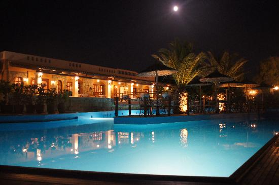 Adelianos Kampos, Grecia: Pool and moon