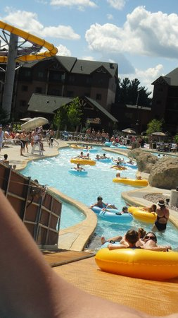 Wilderness Resort: conveyor belt in lazy river at Glacier Canyon