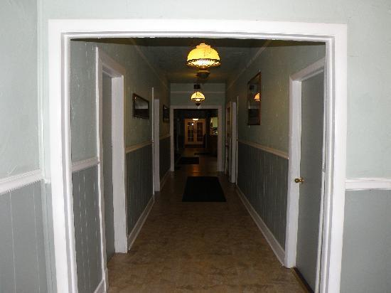 Indian Springs Resort: Hallway on first floor
