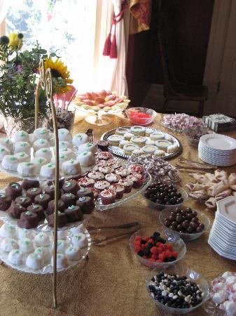 Chesny&#39;s Keswick Manor: Desserts