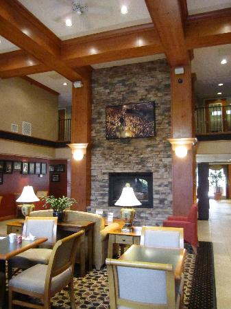 Hampton Inn and Suites Chapel Hill / Durham Area: Very pretty breakfast and guest reception area